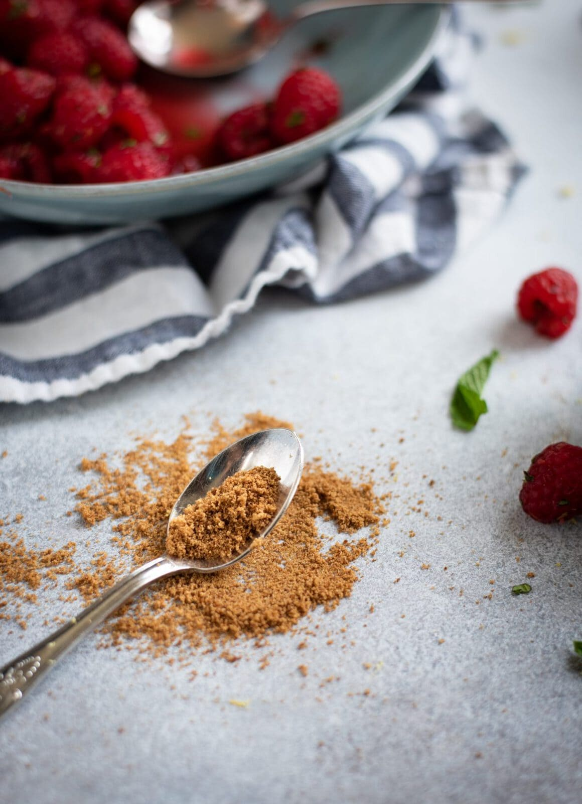 Picture of spoonful of coconut sugar