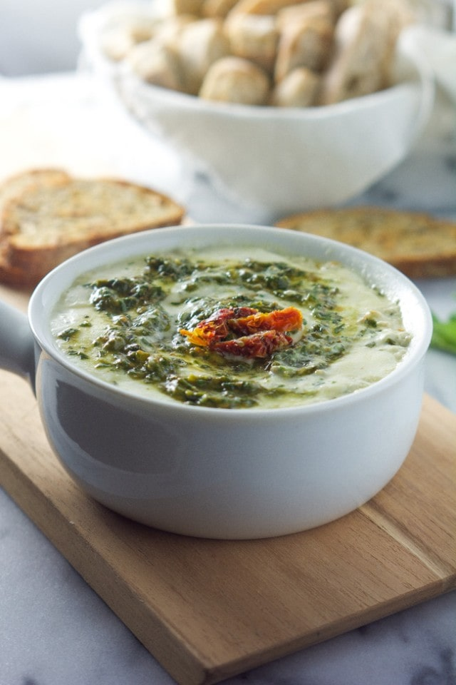 Skinny-Sun-Dried-Tomato-Pesto-Dip_-4