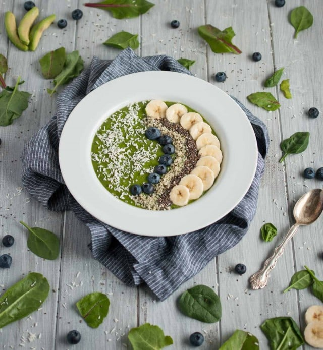 Creamy, delicious green smoothie bowl to power your morning and kick start your day with 9 grams of protein, 11 grams of fiber, and an abundance of vitamins and nutrients.