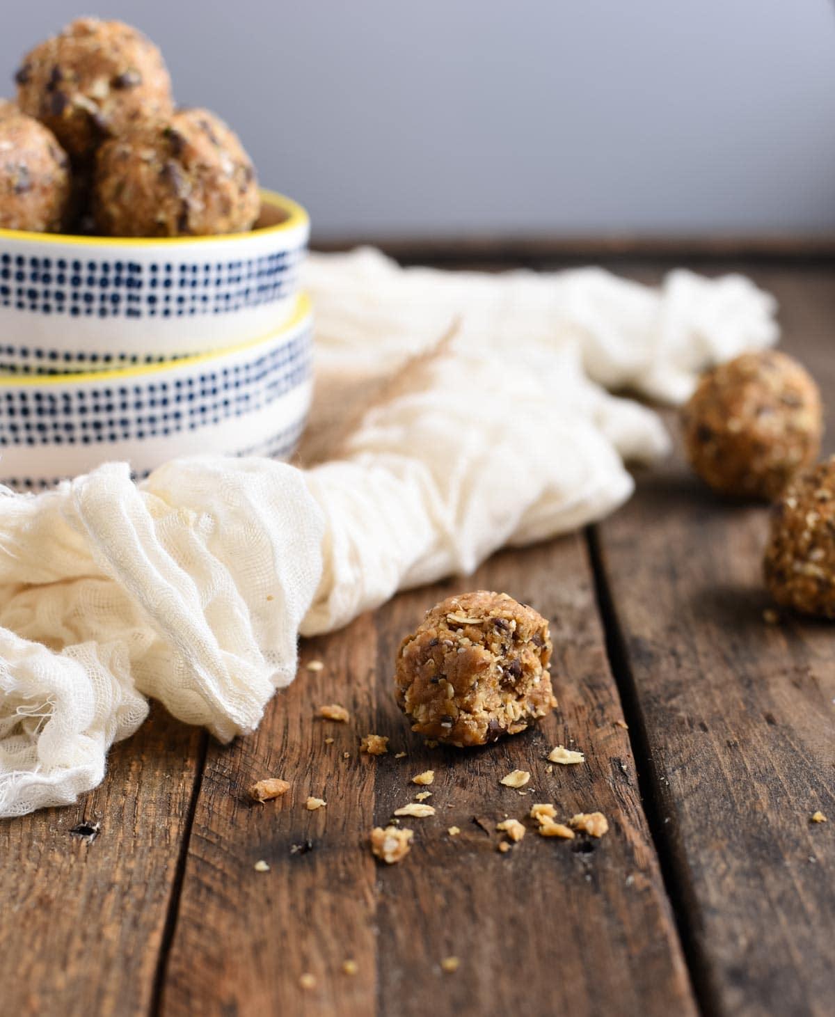 Peanut butter oat energy bites