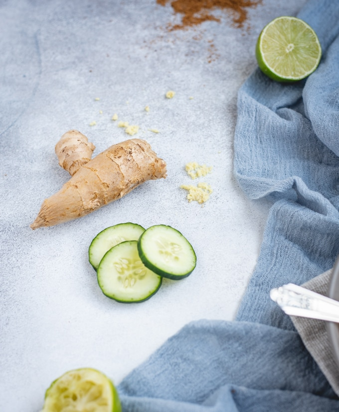 Ginger and cucumber slices